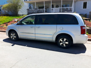 2009 Dodge Grand Caravan SLT stow and go