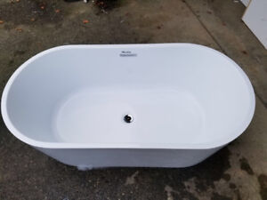 EUC Freestanding Bathtub