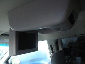 2006 Dodge Grand Caravan stow n go Minivan, Van London Ontario image 6