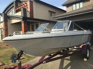 Vanguard Calais 16 1/2 foot, 140 HP Inboard for Sale