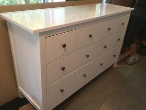 Commode Ikea hennés à 8 tiroirs