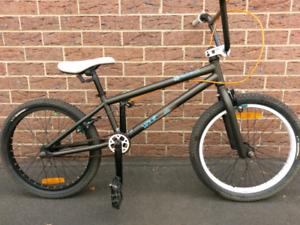 FELT VAULT BMX BIKE