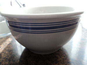 Country Farmhouse Large Vintage Style Bowl