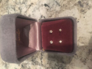 2 pairs of 14k gold earring with diamonds