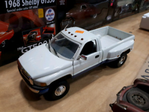 American Muscle Dodge Ram 3500 1:18 diecast