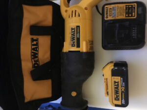 Dewalt 20 volt max reciprocating saw with battery and charger
