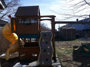 Play set swing and fort