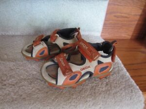 Boys Geox sandal size 8.5 for ages 2-3 yr old in new condition