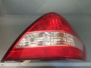 Feu arrière passager Nissan Versa Sedan (4 portes) 2007-11