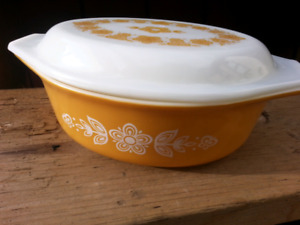 Vintage PYREX Casserole Dish with Lid Butterfly Gold