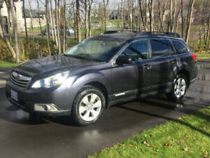 2011 Subaru Outback 2.5i Limited- Leather, Nav