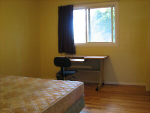 Rooms available in 3-bedroom apartment in Medowlands/Fisher