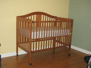 Storkcraft Chelsea 4-in-1 Convertible Wood Crib with drawer- Oak