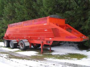 Live bottom trailer in great condition ready to work. CERTIFIED
