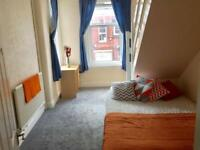 1 bedroom flat in Flat 3 - Regent Park Avenue