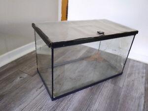 Fishtank - a little cracked but has critter lid