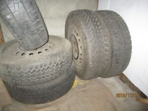 4 car winter tires for sale/4 pneus d'auto d'hiver à vendre