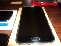 Unlocked Samsung  Galaxy S5 with wireless charger