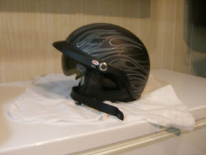 NEW MOTORCYCLE HELMUT - BELL PIT BOSS HELMUT - PRICE REDUCED