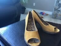 Beautiful Fly London shoes size 9!!