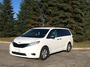 2015 Toyota Sienna low mileage
