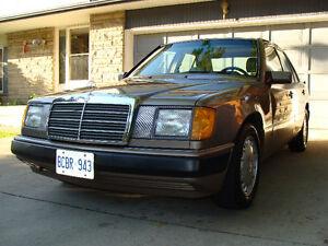 1992 Mercedes-Benz 300-Series Premium Sedan