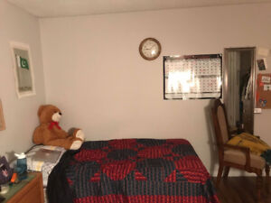ROOM for RENT $525 including everything and near the University