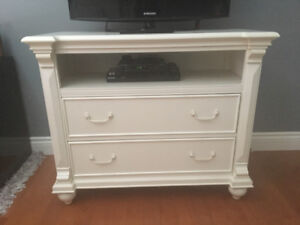 Twin size bed and matching dresser