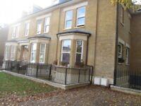 2 bedroom flat in Darnley Road, Gravesend, DA11