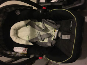 Two Graco Click and Connect bases with FREE carseat Regina Regina Area image 2