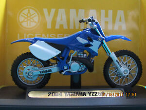 Scale 1:18 Yamaha 2004 YZ26 diecast motorcycle model