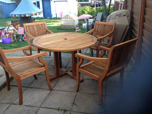 "Set patio en teck massif: table ronde 48"" et 4 chaises capitaine"