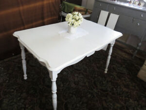 Fabulous Find, Very Cute Vintage Shabby Chic Solid Maple Table