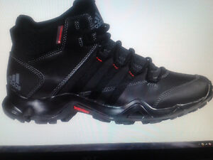 Bottes homme ,, ADIDAS,, NEUF,taille 10- 10.5 cell 514 706-1229