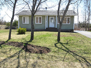 Cozy bungalow off Shediac Road