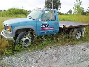 2001 GMC C/K 3500 Pickup Truck London Ontario image 1