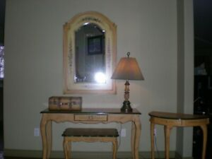 BEAUTIFUL MATCHING SET OF 2 TABLES, BENCH, MIRROR,