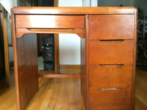 Petit bureau en bois