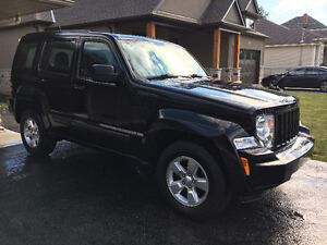 2012 JEEP LIBERTY 4x4-IMMACULATE CONDITION INSIDE AND OUT