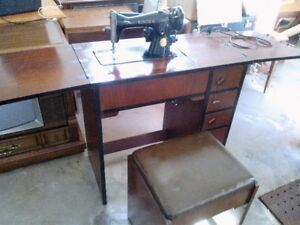 Vintage Singer Sewing Machine in cabinet with Bench.