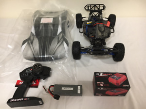 1/10 Scale 4WD Traxxas Slash, Lipo battery and charger