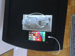 iPhone 64GB Unlocked déverouillé great condition -Negotiable