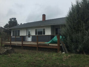 Coldstream 5 Bdrm House with 2 car garage on Orchard