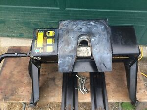 Hijacker fifth wheel hitch like new, 16,000lb