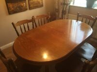 Kitchen/Dinning table with 6 chairs