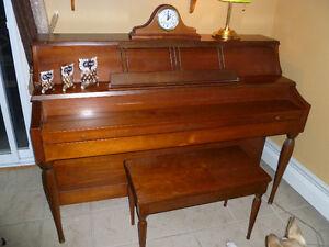Gerhard Heintzman Console Piano Kingston Kingston Area image 1