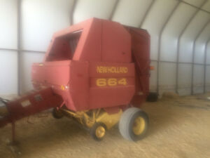 New Holland 664 Round Baler