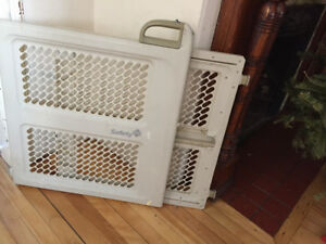 Baby gate- price reduced: clearing space need gone !