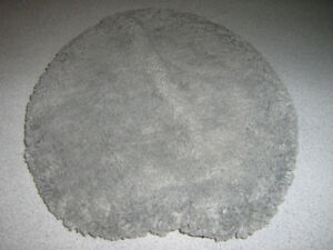 tapis gris pour couvert de toilette