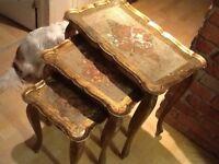 Tables gigognes antiques, Florentines